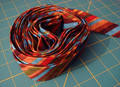 Continuous striped bias binding