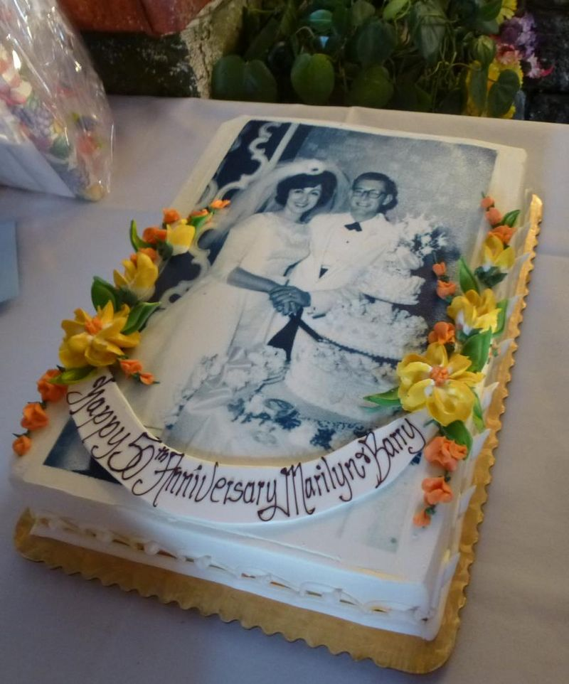 The Levins 50th anniversary cake with wedding picture