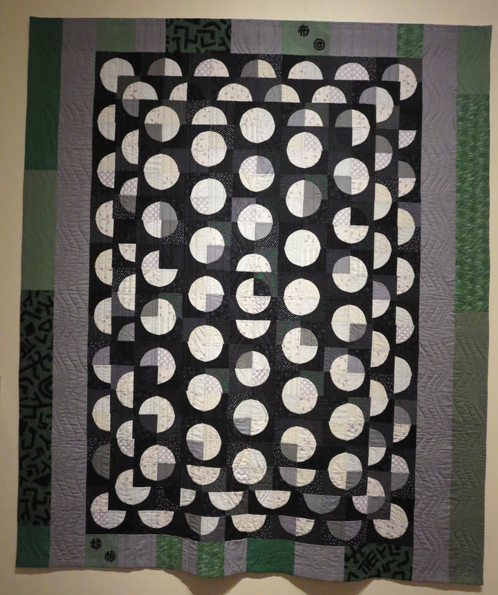 Zyklen by Vanessa de Fabrega quilted by Angie Woolman