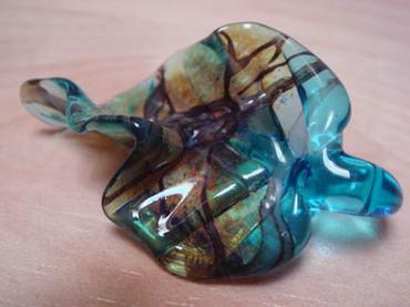 Glass_leaf_button