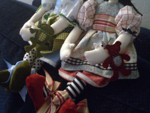 2_dolls_detail_shot_3