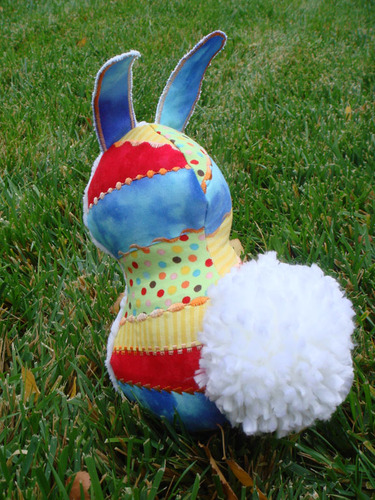 Primary_colors_bunny_back_view